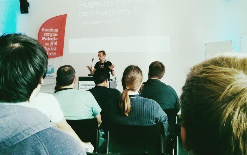 Sven Rohweder hält einen Vortrag