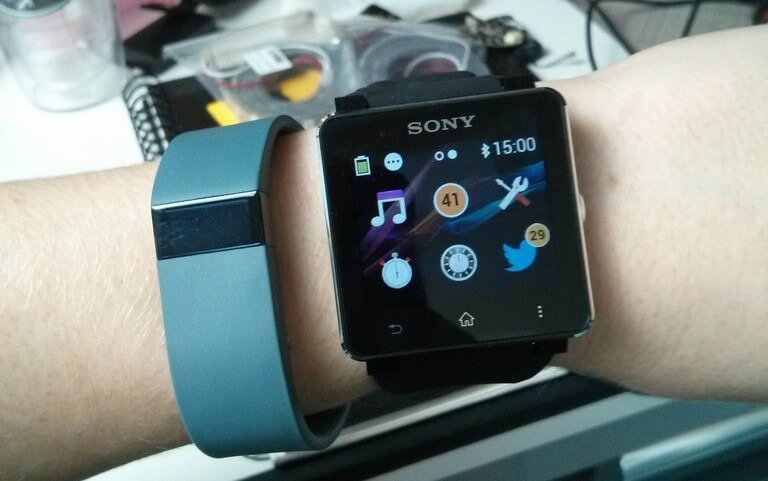 Fitbit und Sony Smart Watch