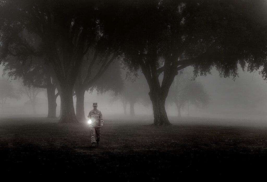 Taschenlampe im Nebel