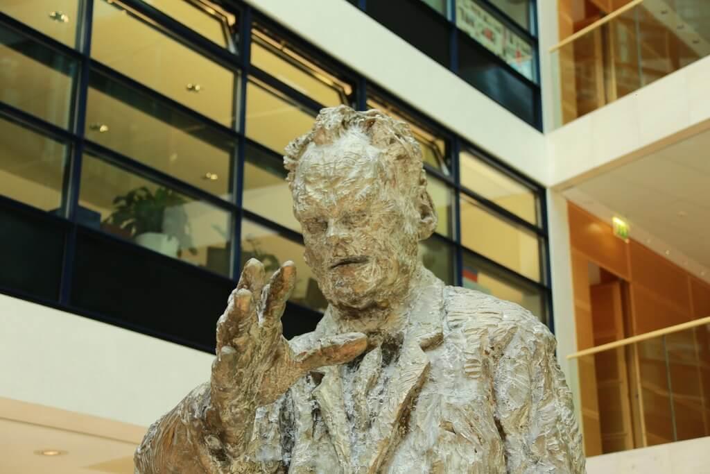 Willy-Brandt-Statue im Willy-Brandt-Haus, Berlin