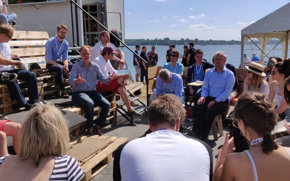 Uli Bähr von der Heinrich-Böll-Stiftung erklärt sein Projekt CoWorkLand