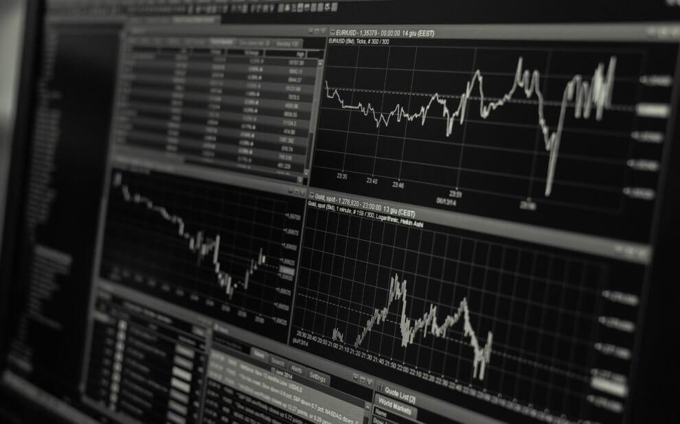 Aktienkurse auf einem Monitor